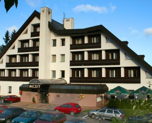 Hotel Mesit v létě
