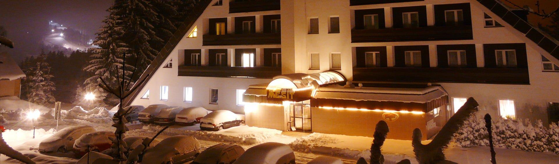 Mesit zima v noci