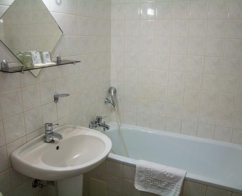 Koupelna dvoulůžkové a větší pokoje