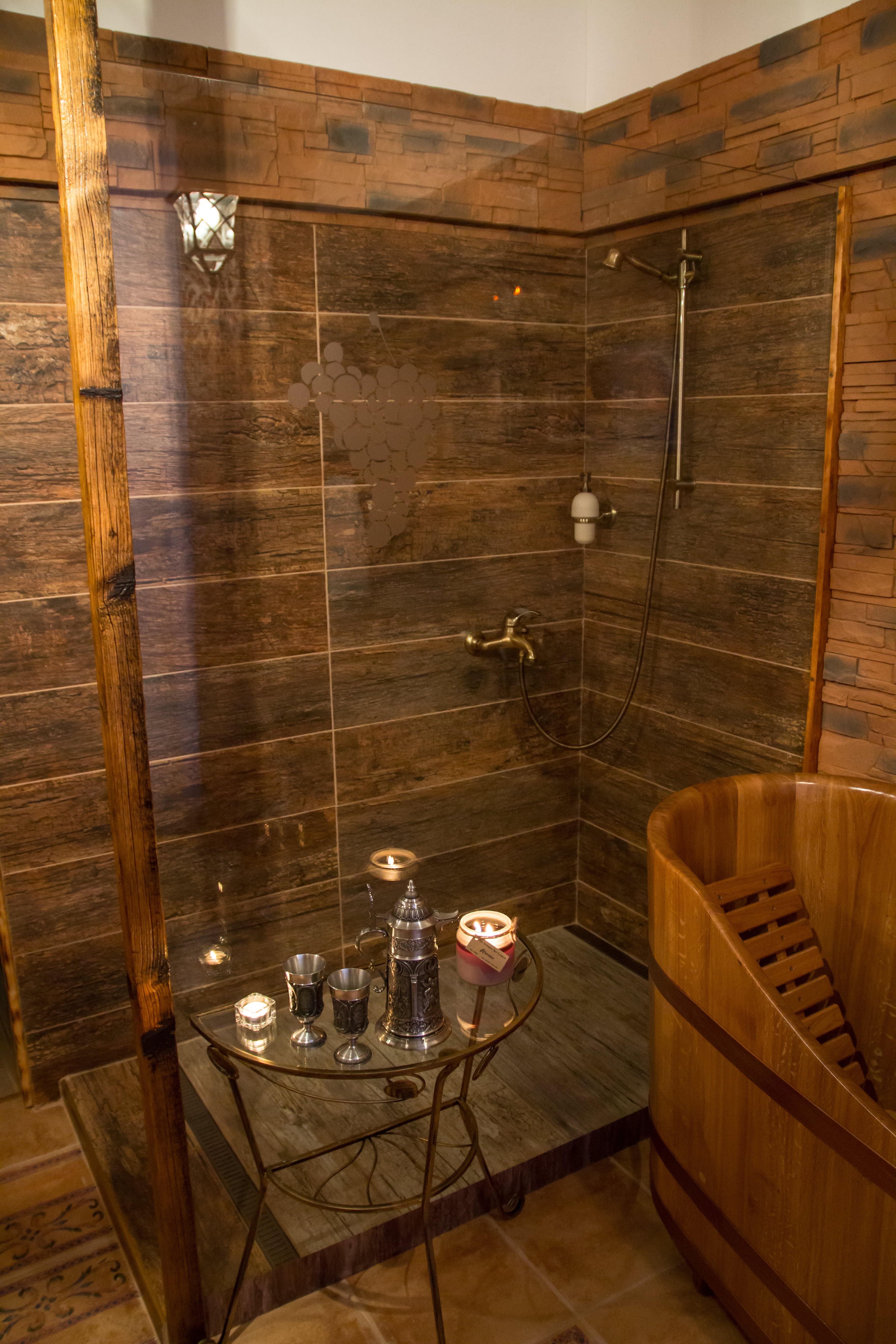 Vinný wellness sprchový kout